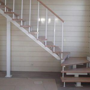 Лестница на монокосоуре Г-образная (3) в Иркутске