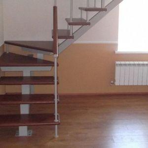Лестница на монокосоуре Г-образная (2) в Иркутске