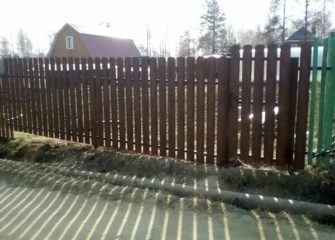 Установка заборов из евроштакетника в Иркутске