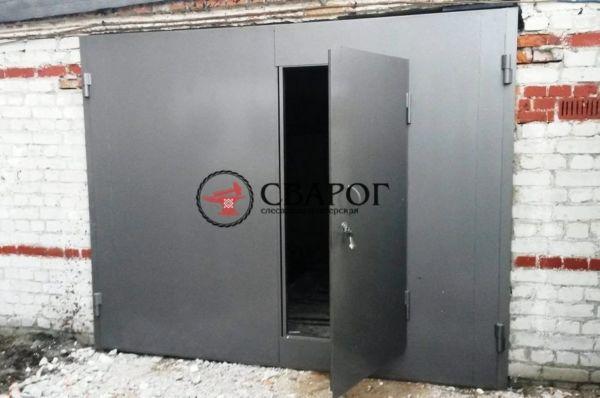 Гаражные распашные ворота с калиткой фото 3