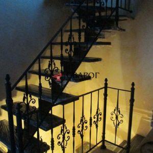 Лестница с кованым ограждением фото 1