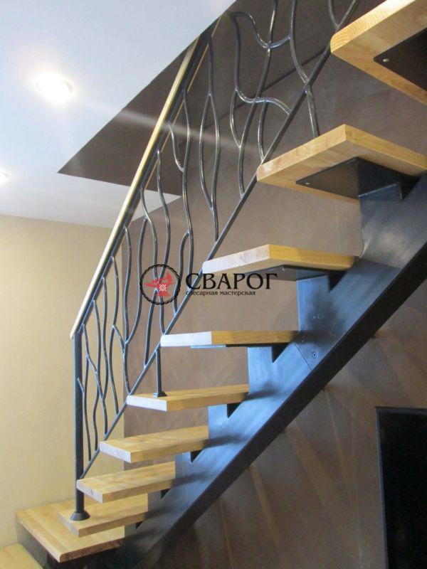 Комбинированная стальная лестница на центральной балке фото 2
