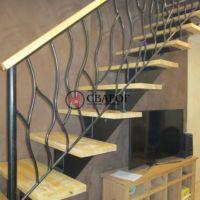 Комбинированная стальная лестница на центральной балке фото 3