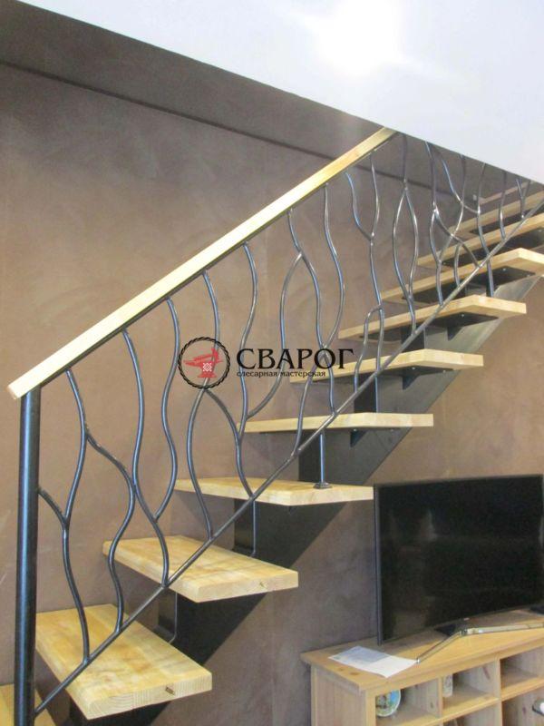 Комбинированная стальная лестница на центральной балке