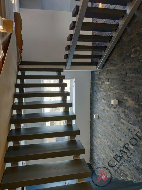 Лестница на двух прямых косоурах фото 2