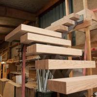 Лестница с толстыми ступенями фото 1
