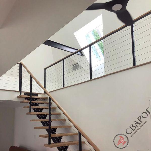 Лестница на монокосоуре с тросовыми перилами фото 4