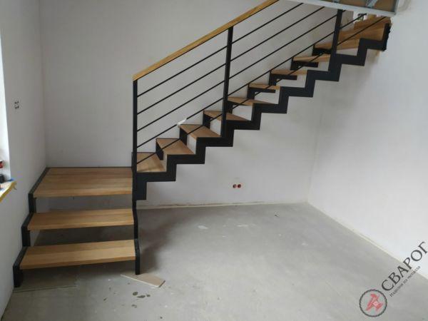 Строгая лестница с площадкой фото 3