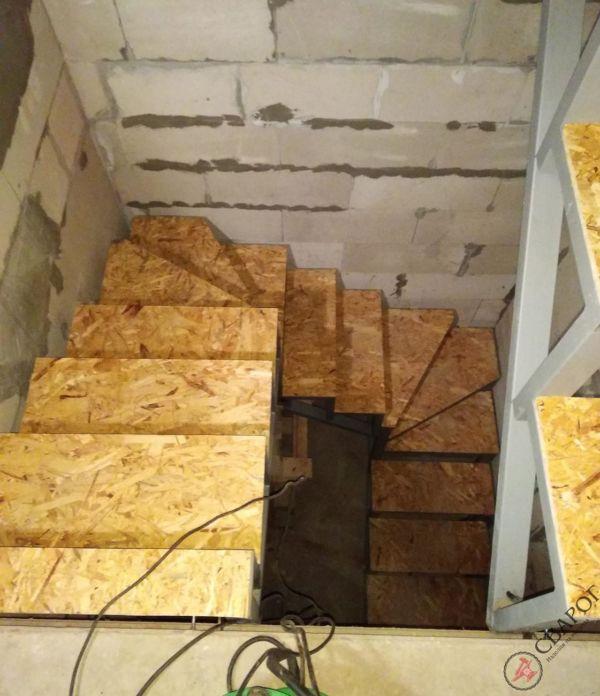 Каркас лестницы в узком проеме фото 10