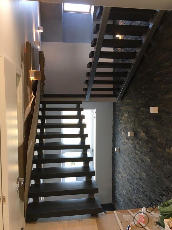 Лестница на двух прямых косоурах фото 1