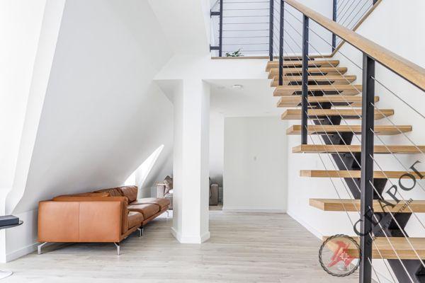Лестница на монокосоуре с тросовыми перилами фото 6