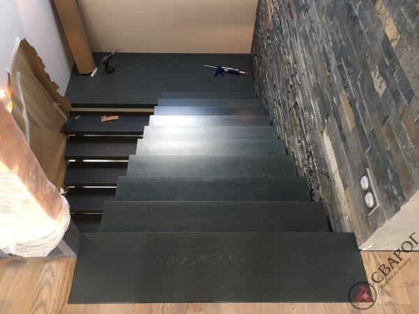 Лестница на двух прямых косоурах фото 6