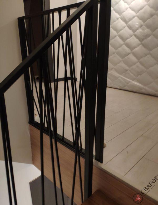 Лестница с забежными ступенями в узком проеме фото 6