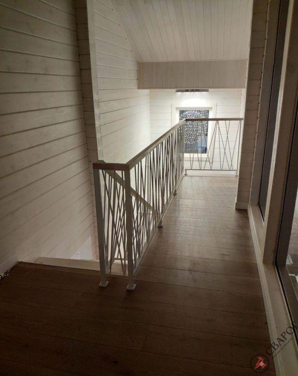 Светлая лестница на монокосуре фото 9
