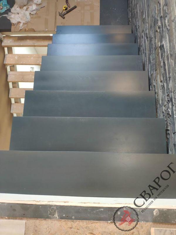 Лестница на двух прямых косоурах фото 4