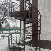Лестница уличная винтовая фото 5