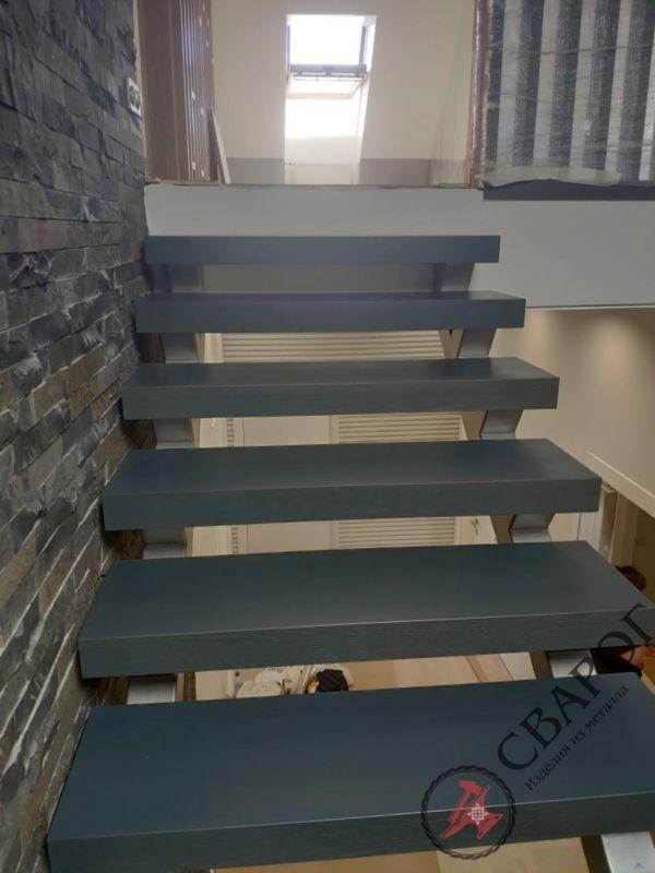 Лестница на двух прямых косоурах фото 3