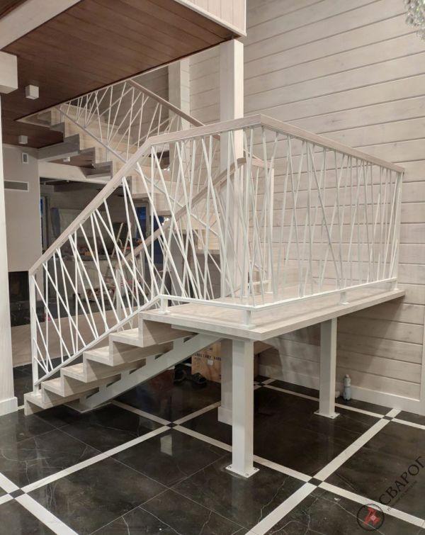 Светлая лестница на монокосуре фото 7