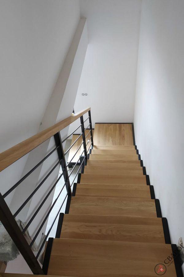 Строгая лестница с площадкой фото 2