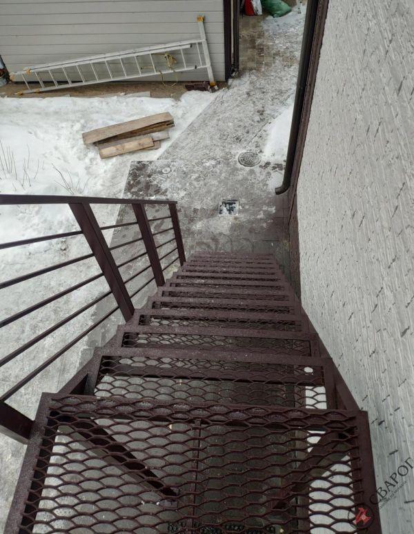 Лестница уличная с площадкой фото 3