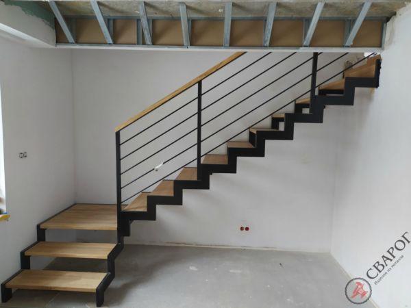 Строгая лестница с площадкой фото 1