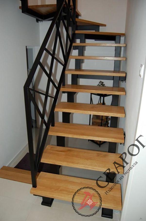 Стильная лестница с перилами из металла фото 2