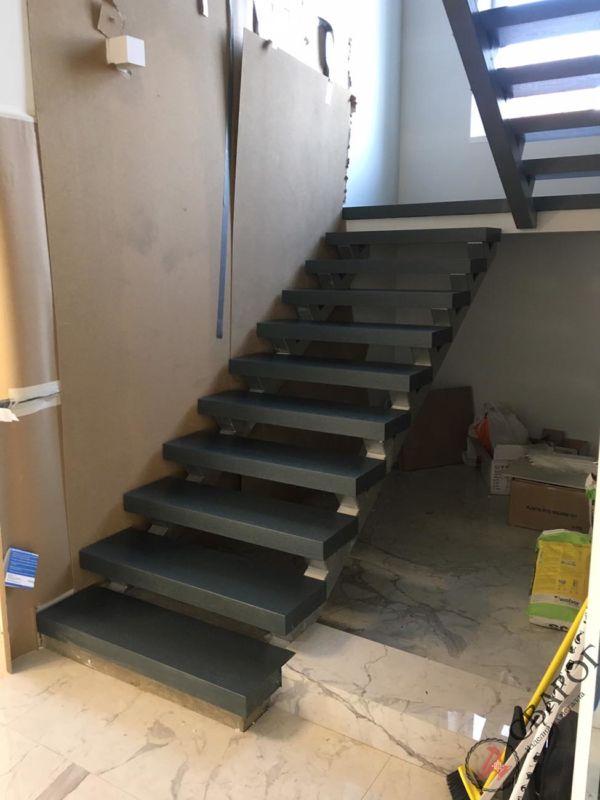 Лестница на двух прямых косоурах фото 9