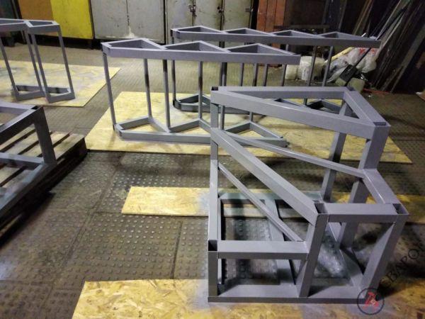 Каркас лестницы в узком проеме фото 5