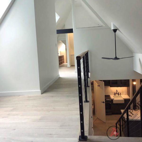 Лестница на монокосоуре с тросовыми перилами фото 3