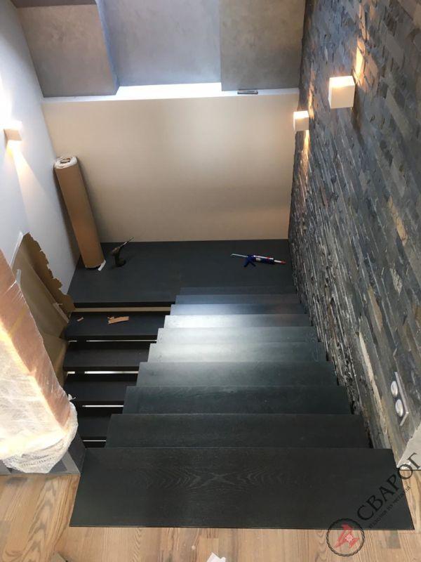 Лестница на двух прямых косоурах фото 8