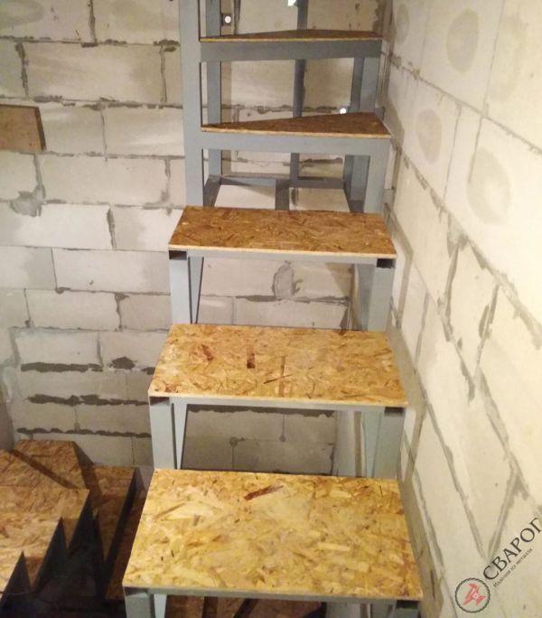 Каркас лестницы в узком проеме фото 8