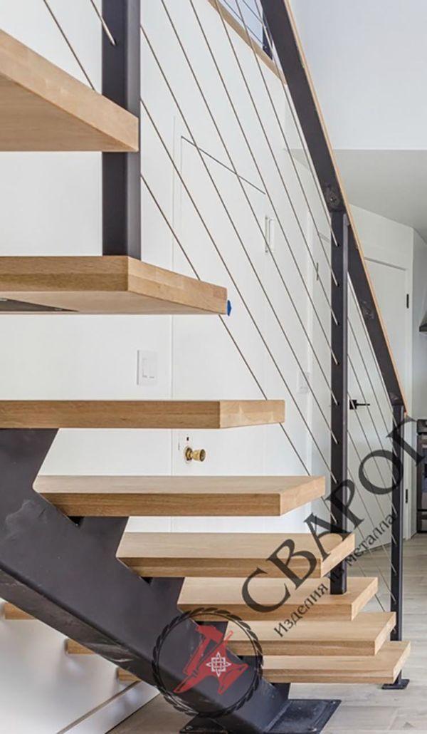 Лестница на монокосоуре с тросовыми перилами фото 9