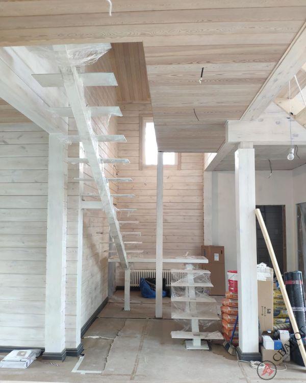 Светлая лестница на монокосуре фото 5